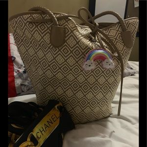 Beautiful Newman Marcus tote bag (Beige color)🌹☝️